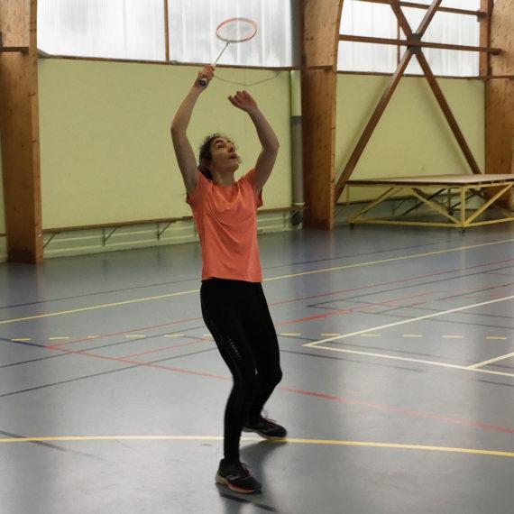 Compétition départementale de badminton à Derval.