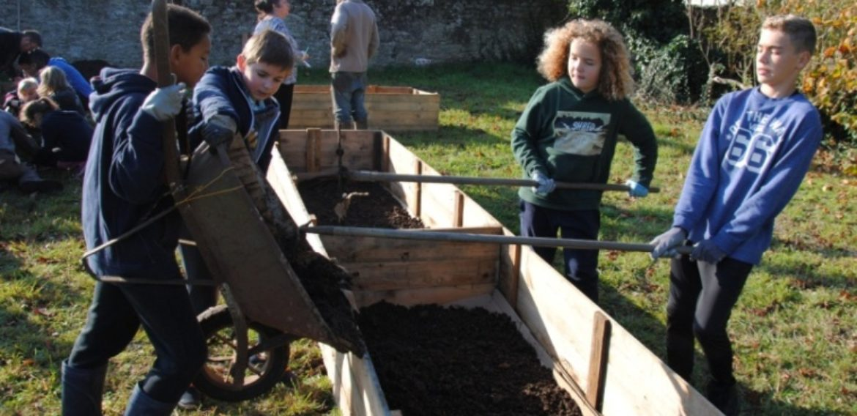 Jardin potager en «permaculture» du collège (6èD)